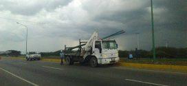 CORPOELEC inicia plan de recolección de postes averiados en calles y avenidas de Barquisimeto