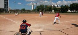 Compartir navideño de softball en Los Libertadores