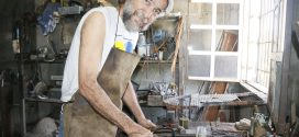 Desde Los Crepúsculos: Artesano crece en la metalistería para forjar conocimientos