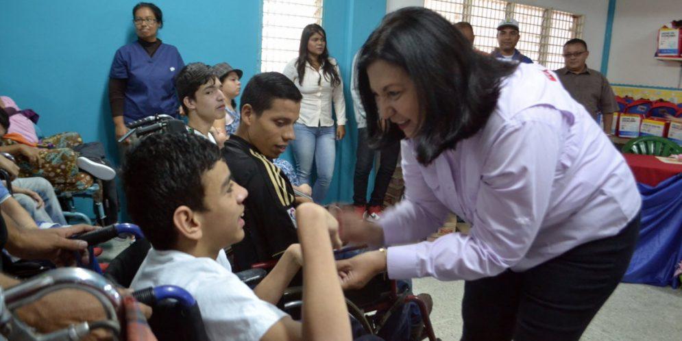 Gobernadora Meléndez rehabilitó un centro de atención integral de personas con capacidades especiales