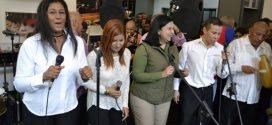 Trabajadores de la Gobernación de Lara disfrutan de música navideña antes de iniciar la jornada